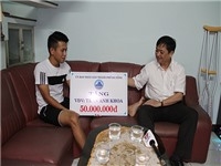 Đà Nẵng hỗ trợ Anh Khoa 50 triệu đồng