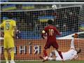 Ukraine 0-1 Tây Ban Nha: Mourinho dự khán, Fabregas đá hỏng... 11m