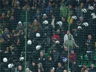CĐV Anh ẩu đả với CĐV chủ nhà Lithuania trong trận cuối cùng vòng loại EURO 2016