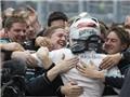 """Mercedes AMG Petronas bảo vệ thành công chức vô địch thế giới: Sống lại huyền thoại """"mũi tên bạc"""""""