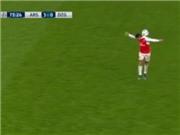 Pha đỡ bóng bằng... cổ gây sốt của Alexis Sanchez trong trận gặp Dinamo Zagreb