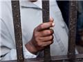 SỐC: 6 quan chức bị tống giam vì tội... đi họp muộn!