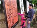Hàng đoàn ô tô nối đuôi nhau chở khách dâng hương cụ Nguyễn Du