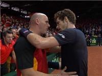 Andy Murray gây sốt khi động viên đối thủ thay vì ăn mừng chiến thắng