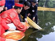 Chủ tịch nước Trương Tấn Sang thả cá chép tại ao cá Bác Hồ
