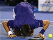 CHÙM ẢNH: Murray gượng cười, Djokovic xúc động hôn mặt sân
