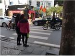 Người đi bộ ở Hà Nội... muốn khóc!