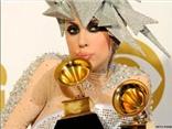 Grammy thay đổi chương trình để Lady Gaga hát tưởng niệm David Bowie tại lễ trao giải