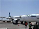 VIDEO: Nổ ở 4200m, máy bay Somalia hỗn loạn, hành khách bốc cháy rơi ra ngoài