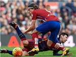 Cầu thủ đạp thô bạo Messi được giảm án