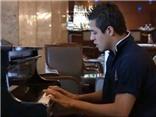 Sanchez chơi piano như nghệ sĩ