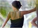 Xôn xao đồn đoán 3 hình xăm bí hiểm trên tấm lưng trần Angelina Jolie