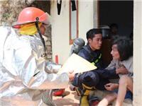 Ảnh: 'Bà hỏa' tấn công trung tâm thành phố Đà Lạt, một nhà cháy trụi, nhiều nhà khác suýt ra tro