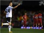 Jamie Carragher chúc mừng Gary Neville 'thoát hiểm' với Valencia và bị phản ứng