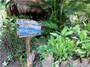 Vào chùa Lào…massage