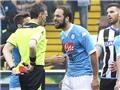 Cứ nóng nảy thế này, Napoli sao đuổi kịp Juve?