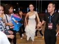Váy trắng tinh khôi của Ái Phương 'đốt cháy' thảm đỏ Cống hiến
