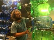 Lộ clip sắp đặt âm thanh với vỏ bình nước của Alec Schachner