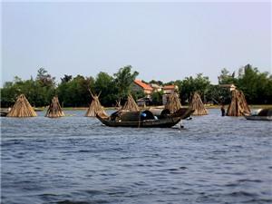 Câu chuyện du lịch: Với biển Quảng Ngạn và phá Tam Giang