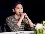 Song Joong Ki làm hết sức để giữ... 'làn da trắng mịn'