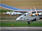 VIDEO: Máy bay bằng năng lượng mặt trời bắt đầu chặng bay 10 vòng quanh thế giới