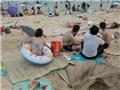Biển lại bị 'đầu độc' bởi…rác thải trong kỳ nghỉ lễ
