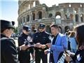 Sốc!!! Trung Quốc 'biệt phái' cảnh sát đi tuần tra đường phố ở... Roma, Milan