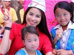 Hoa hậu Phạm Hương đến với trẻ em Điện Biên
