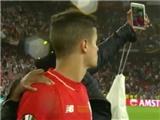 SỐC trước cảnh Coutinho sắp khóc mà CĐV vẫn hớn hở chụp ảnh tự sướng