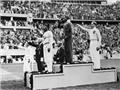 Jesse Owens lập 6 kỷ lục thế giới trong 45 phút: Người hùng da đen làm mất mặt Hitler