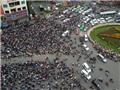 CHÙM ẢNH: Người dân TP HCM chen chúc, đội mưa chờ đón Tổng thống Obama