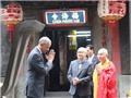 Ảnh độc: Tổng thống Obama chắp tay chào kiểu nhà Phật