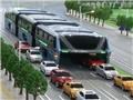 VIDEO: Siêu xe buýt Trung Quốc gấp 4 lần Boeing 777, 'bay' bên trên dòng ô tô