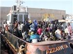 VIDEO: Kinh hoàng cảnh lật tàu, hơn 700 người có thể đã thiệt mạng
