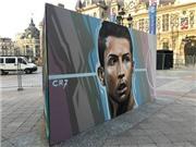 CHIÊM NGƯỠNG tranh chân dung Ronaldo, Maldini, Zidane trên đường phố Paris