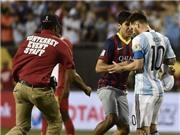 Messi ra tay 'cứu' fan cuồng khỏi lực lượng an ninh