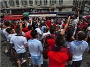 CHÙM ẢNH: CĐV Anh khuấy động bầu không khí náo nhiệt ở Marseille
