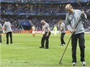 Mặt sân tệ hại ở EURO: UEFA và Pháp đổ vấy trách nhiệm