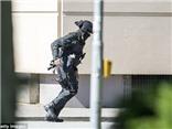 VIDEO nóng: Cảnh sát Đức bao vây, đột kích rạp chiếu phim, bắn hạ kẻ xả súng
