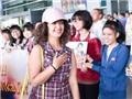 VIDEO: 'Cô dâu 8 tuổi' Anandi rạng rỡ tới Việt Nam
