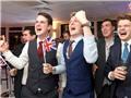 VIDEO: Sốc nghe người Anh hát 'Cachiusa' mừng Brexit