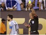 Trọng tài bắt trận Chung kết Copa America 2016 bị chỉ trích thậm tệ