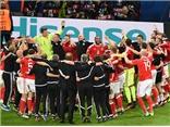 Cộng đồng mạng phát sốt khi Xứ Wales xếp hình trái tim ăn mừng chiến thắng trước Bỉ