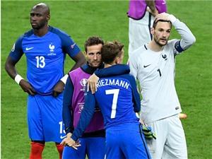 Nước mắt CAY ĐẮNG của người Pháp trên sân Stade de France
