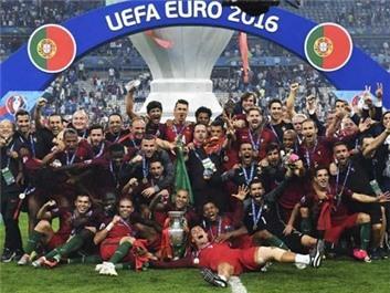 Philipp Lahm gửi thư chúc mừng nhà vô địch 'may mắn' Bồ Đào Nha