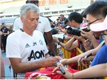 NÓNG: Jose Mourinho từ chối ký tặng vào áo đấu của Chelsea
