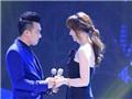 Video: Trấn Thành, Hari Won hát 'Đêm cô đơn' không đúng 'tâm trạng'