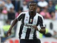 Pogba ký tặng chiếc áo đấu Man United mang tên mình
