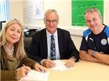 CẬP NHẬT tối 10/8: Ranieri gia hạn hợp đồng với Leicester. David Moyes muốn lấy người của Man United