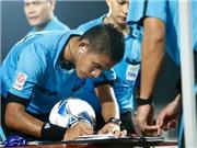 CHÙM ẢNH: Trọng tài Malaysia khiến sân Lạch Tray 'tâm phục, khẩu phục'